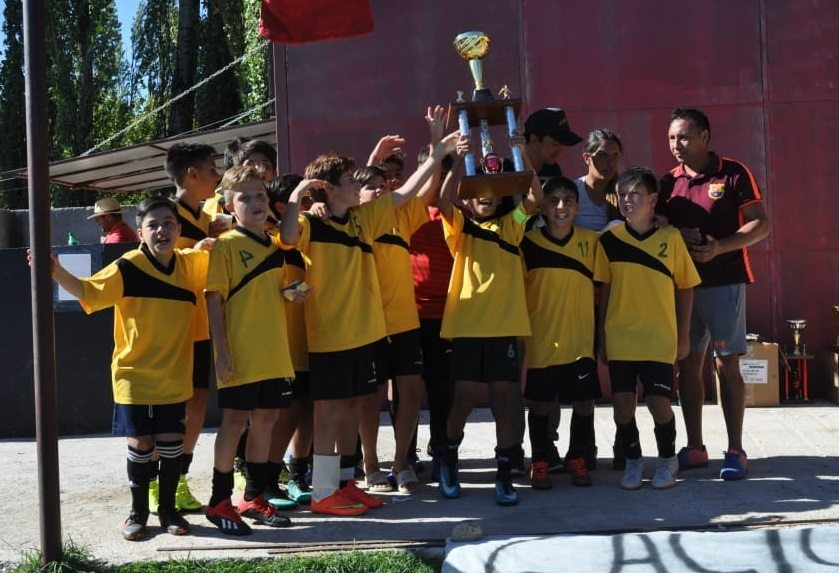 Catriel25Noticias.com caciques-campeones2019-1 Los Caciques gritaron Campeones en el Torneo de Escuelas y Clubes de Futbol DEPORTES