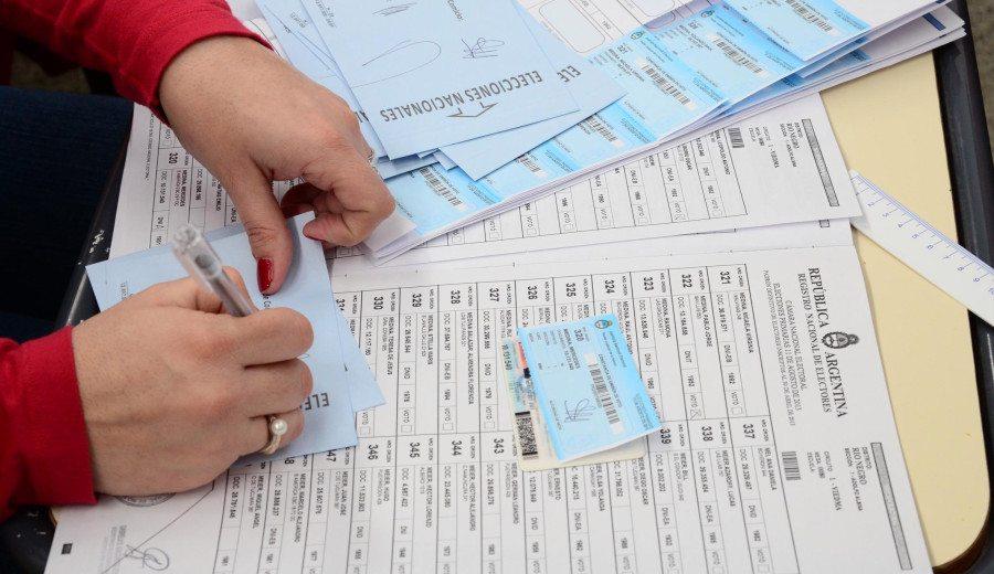 Catriel25Noticias.com elecciones-mesas3 Río Negro pagará 1.000 pesos a las autoridades en las elecciones a gobernador Destacadas PROVINCIALES