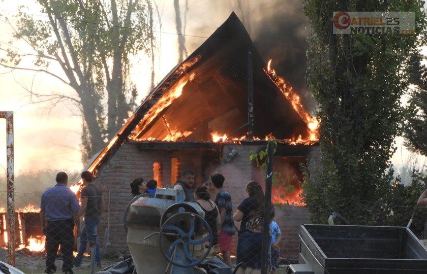 Catriel25Noticias.com incendio-la-pantera Incendio en una vivienda. Pérdidas totales Destacadas LOCALES