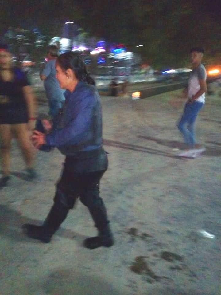 Catriel25Noticias.com poli-heroe-manzana Mujer policía héroe salvó a una nena en la Fiesta de la Manzana Destacadas NACIONALES