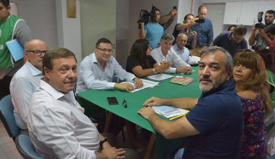 Catriel25Noticias.com roca-firma-acuerdo-weretilneck-con-ate-aguiar Weretilneck y estatales acordaron el pase a planta de 3000 contratados PROVINCIALES