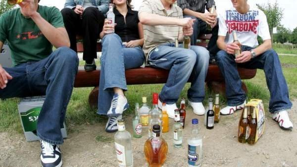 """Catriel25Noticias.com borrachos-jovenes Catriel. Jóvenes festejaron una nueva modalidad, el """"UPD"""" y fueron borrachos al colegio Destacadas LOCALES"""