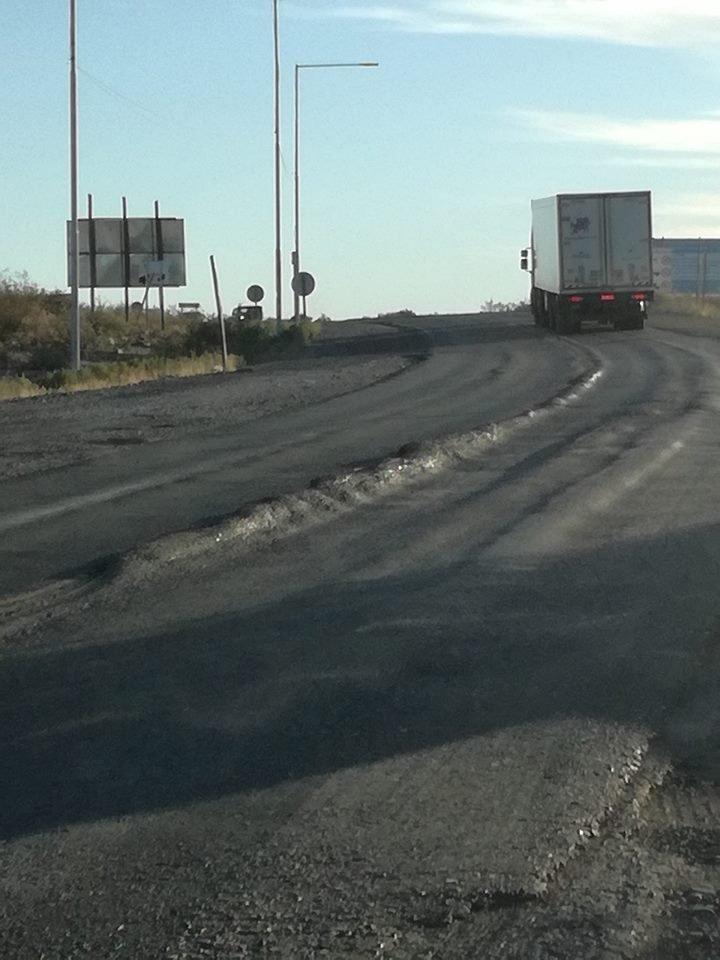 """Catriel25Noticias.com ruta-151-rota2 El peligro de circular por las rutas con los """"camiones del frácking"""" Destacadas NACIONALES"""
