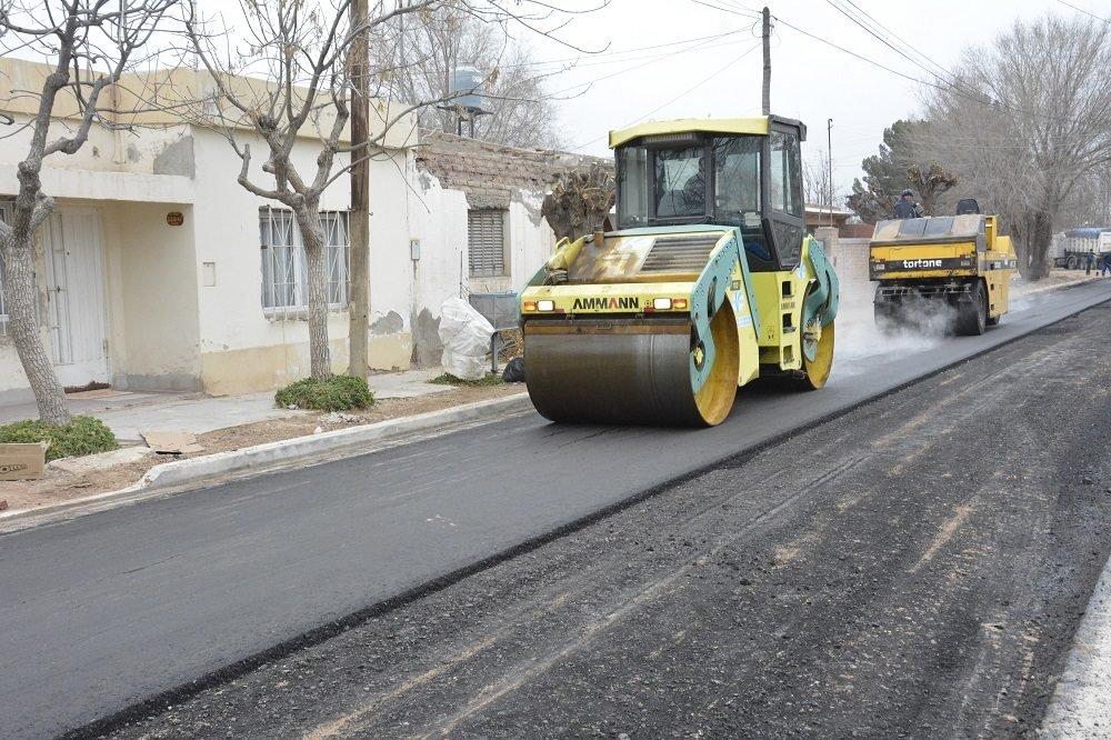 Catriel25Noticias.com asfalto-catriel-545x363 Johnston en Viedma. Gestiones por cloacas, gas y asfalto Destacadas LOCALES