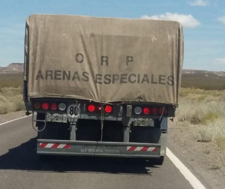 """Catriel25Noticias.com camiones-arenas-especiales El peligro de circular por las rutas con los """"camiones del frácking"""" Destacadas NACIONALES"""