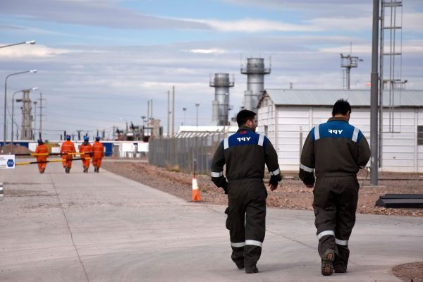 Catriel25Noticias.com petroleo-ypf-trabajadores-e1552002389668 Curso online gratuito sobre hidrocarburos NACIONALES