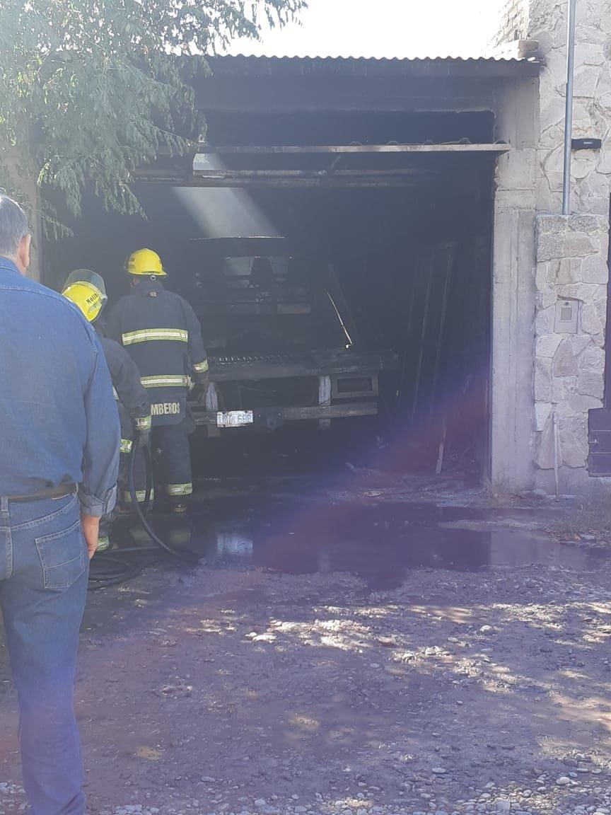 Catriel25Noticias.com IMG-20190421-WA0025 Se incendió un camión. Pérdidas importantes Destacadas LOCALES
