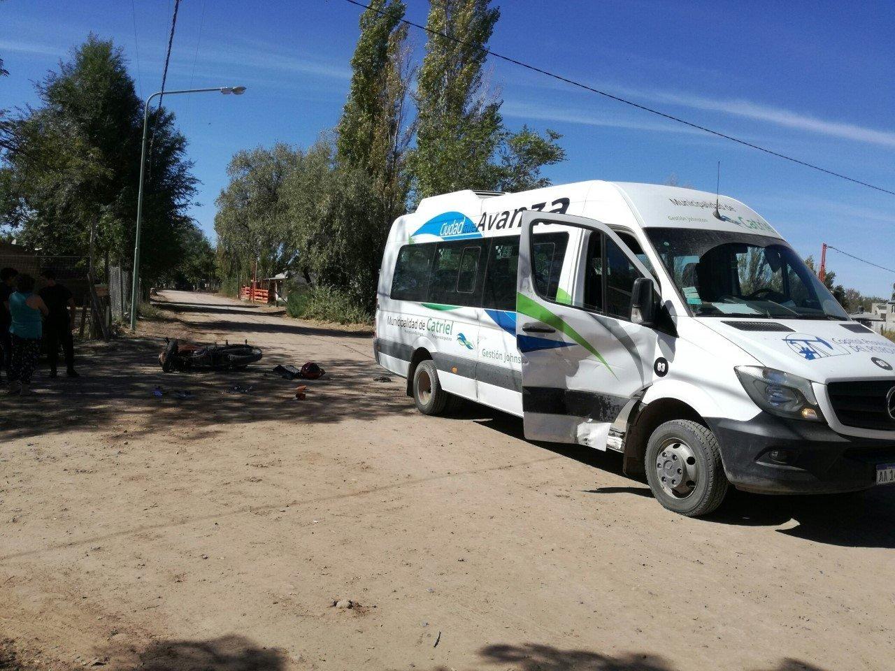 Catriel25Noticias.com ac-muni-484x363 Accidente de tránsito. Moto chocó a un transporte municipal. Un herido leve Destacadas LOCALES