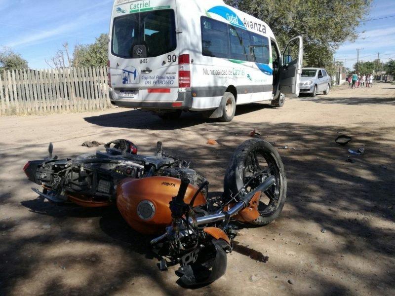 Catriel25Noticias.com ac-muni1-e1555094025242 Accidente de tránsito. Moto chocó a un transporte municipal. Un herido leve Destacadas LOCALES