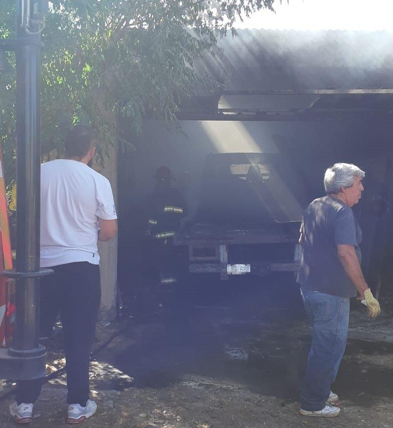 Catriel25Noticias.com incendio-camion21 Se incendió un camión. Pérdidas importantes Destacadas LOCALES