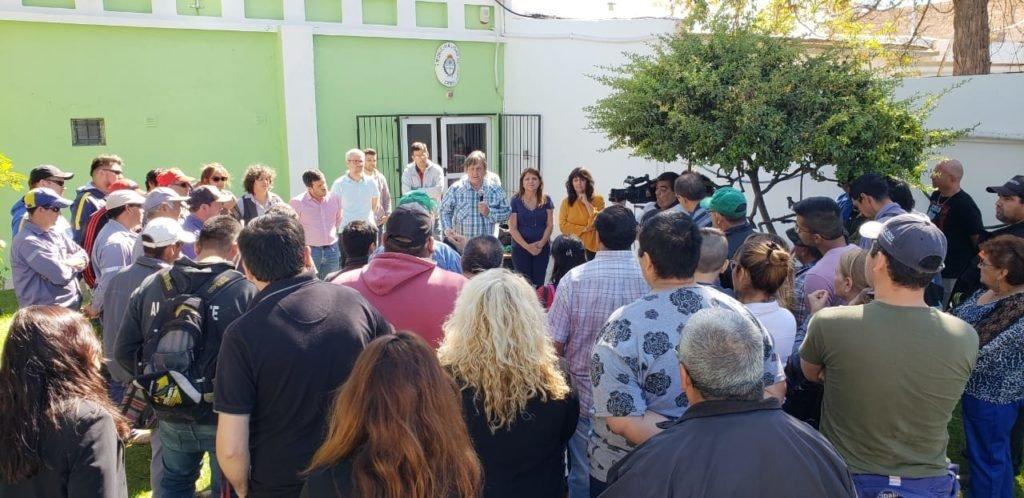 Catriel25Noticias.com johnston-empleados1 Johnston firmó convenio por lotes con trabajadores municipales LOCALES