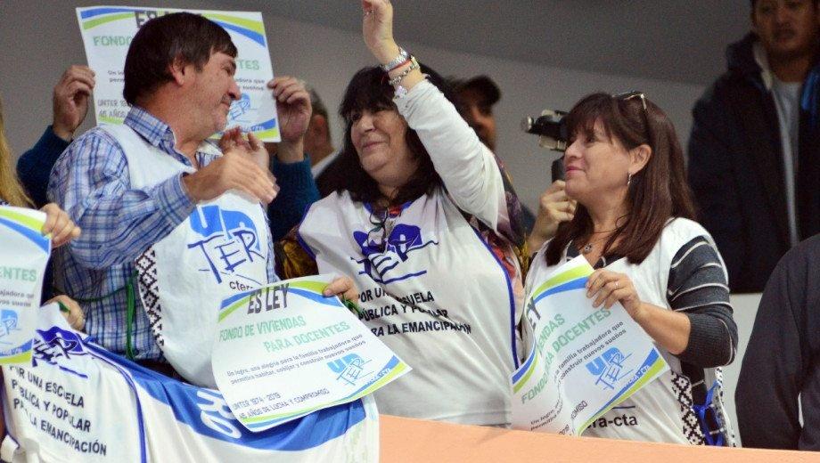 Catriel25Noticias.com unter-festejos-leg-642x363 Por unanimidad, el fondo para viviendas docentes ya es Ley Destacadas PROVINCIALES