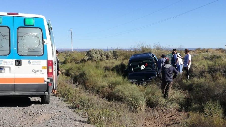 Catriel25Noticias.com IMG-20190510-WA0067-646x363 Ruta 151: Camión esquivó un bache y provocó un vuelco Destacadas LOCALES