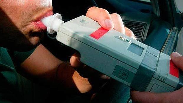Insólito: un conductor superó el nivel máximo que puede medir un alcoholímetro
