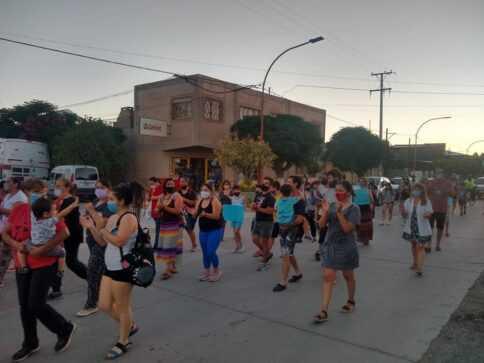 En Catriel, hospitalarios reclamaron en las calles