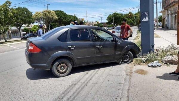 En Catriel, conductor se descompensó y chocó