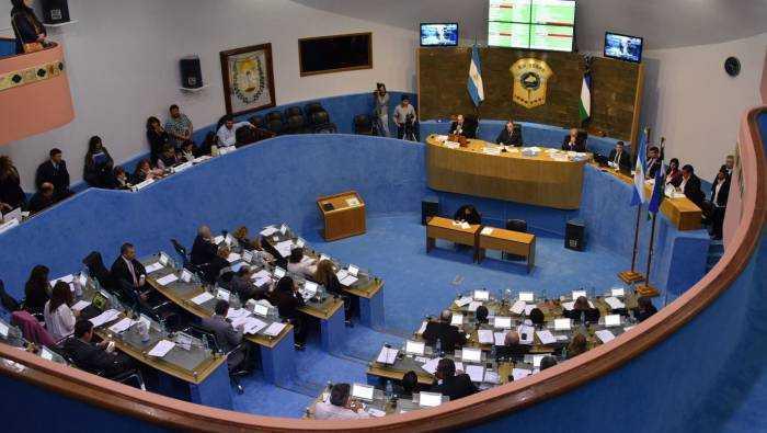 Legislatura aprobó presupuesto 2021 y ley de incentivo al petróleo. Cruce entre legisladores Catrielenses