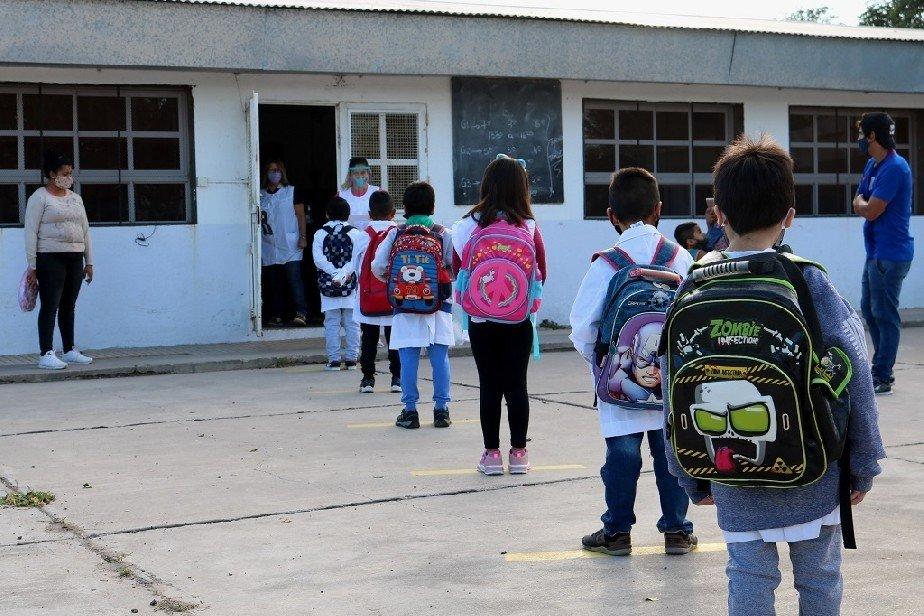 Restricciones: Río Negro descarta suspender la presencialidad en escuelas