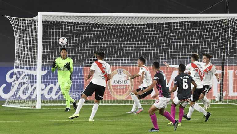 Con Enzo Pérez en el arco, River ganó 2 a 1